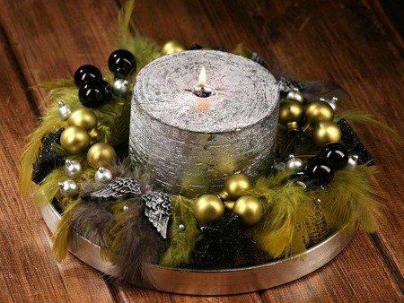Zielono - srebrny stroik bożonarodzeniowy ze srebrną świecą